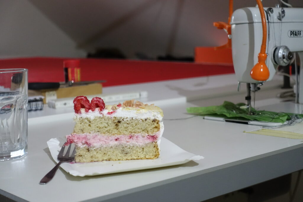 This image has an empty alt attribute; its file name is cake-1024x684.jpg